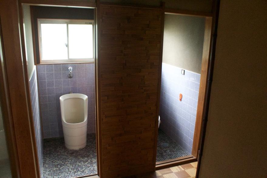 男女別のトイレbefore