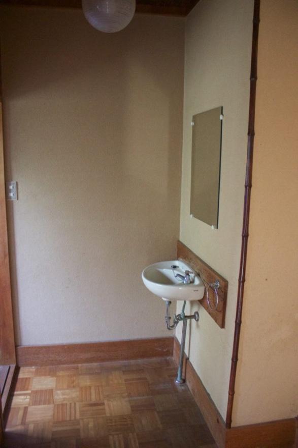 トイレの小さい洗面before
