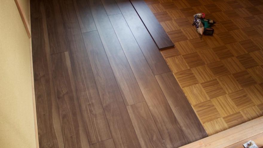 床に自分でフローリングを貼る方法