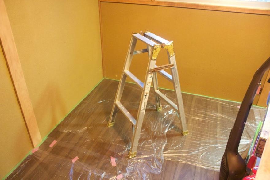 砂壁へのペンキ塗りに必要な準備