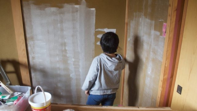 砂壁にペンキを塗るため必要な準備