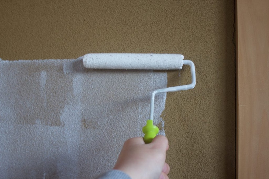 砂壁にペンキを塗るために必要な準備
