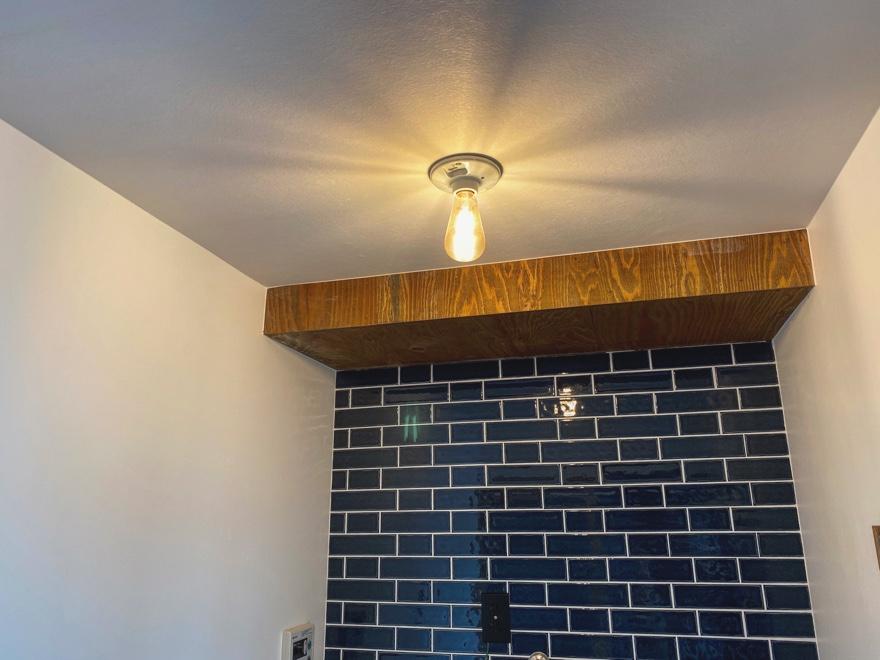 ランドリールームに電球をつけました
