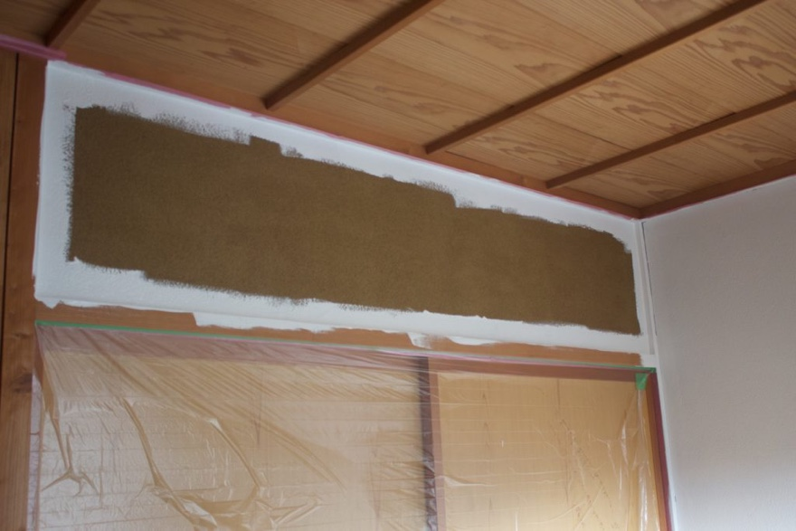 砂壁にペンキを塗る方法